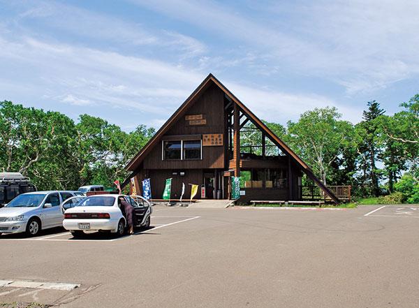 神仙沼入口の真向かいにある休憩所(神仙沼自然休養林)。売店や食堂もある。5月下旬~11月上旬まで営業。道道66号岩内洞爺線。