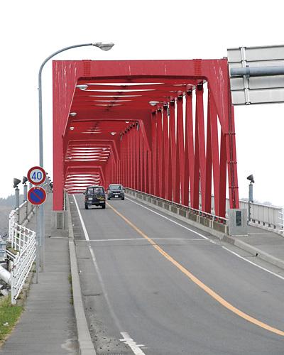鳥居のように見える橋。ここはとても心地良い場所。