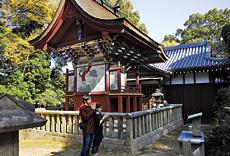 本殿はこちら、一間社隅木入春日造りで、1541年(天文10年)に龍田神社(奈良県三郷町)の旧社殿を移したと伝えられている。