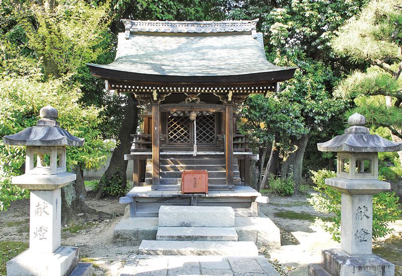 大酒神社本殿。昔は大避神社、大闢神社とも書いた。もともとは近くの広隆寺にあったが、明治の神仏分離で移設。広隆寺は京都最古のお寺で、聖徳太子や泰氏に縁のあるお寺。泰河勝は聖徳太子のブレーンとして歴史に残る人物。広隆寺には、教科書に出てくる弥勒菩薩半跏像がある。